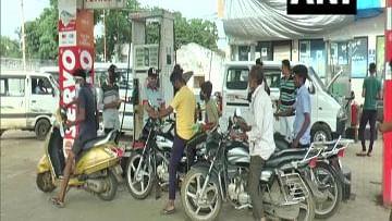 नीरज चोपड़ा के लिए देशवासियों का प्यार उमड़ा, गुजरात के अयूब पठान दे रहे हैं ग्राहकों को मुफ्त पेट्रोल