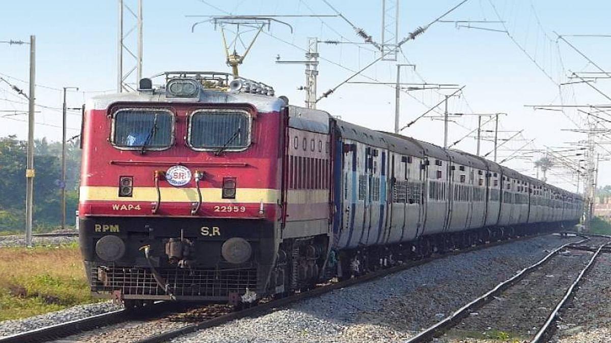 Bihar News: लखीमपुर खीरी कांड पर आक्रोश, पटना जंक्शन पर रेल रोकने पहुंचा किसान महासभा