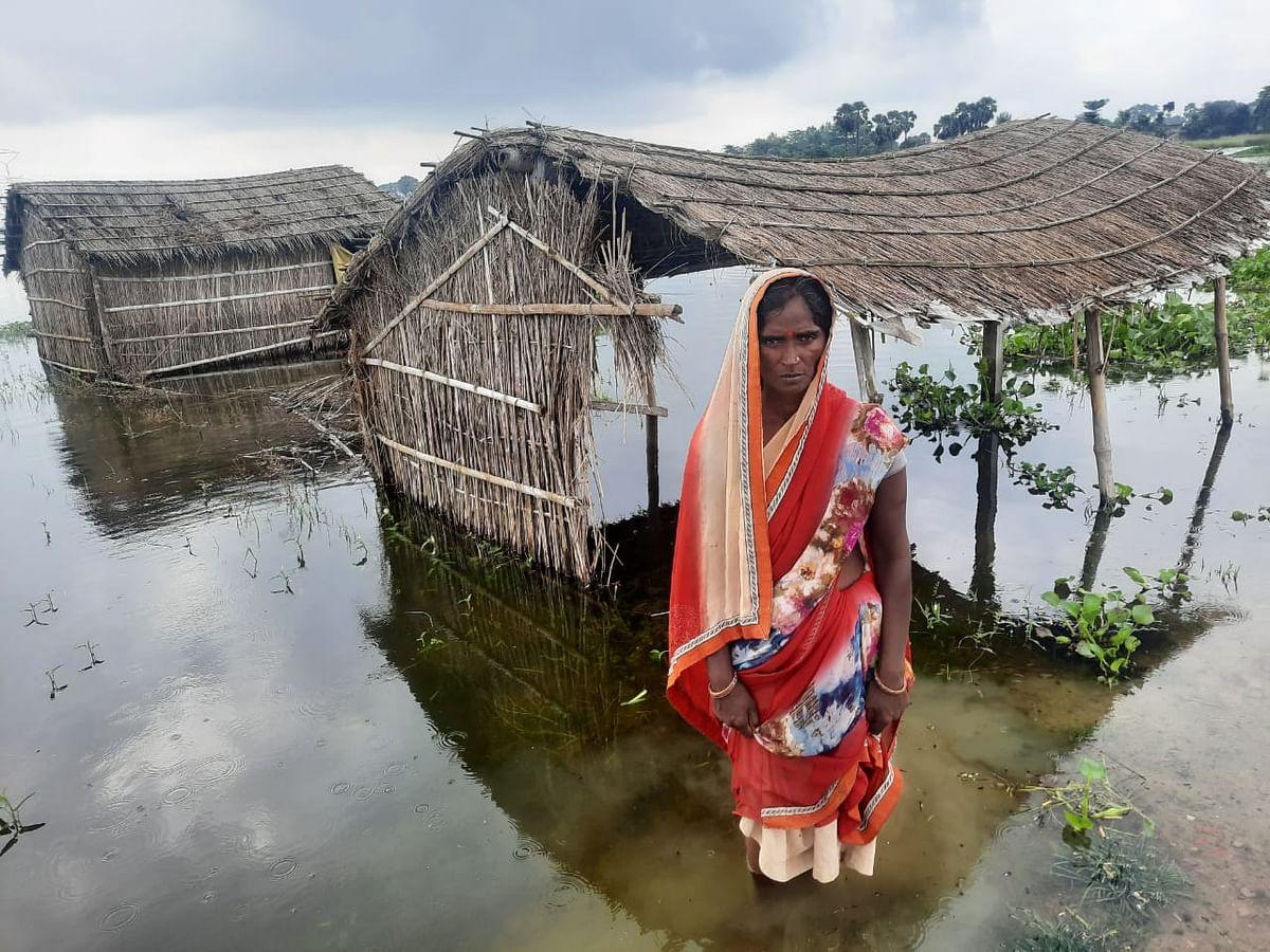 बाढ़ का पानी घरों में घुसा