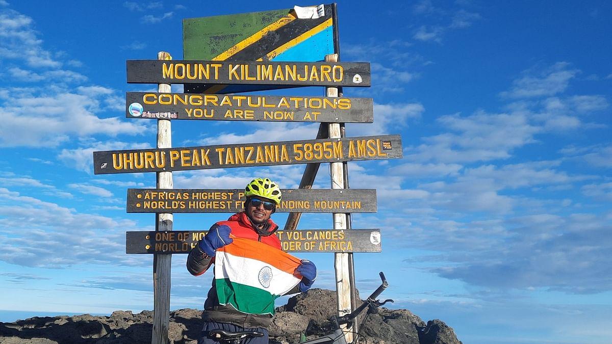 गोरखपुर के लाल ने रोशन किया देश का नाम, साइकिल से फतह की अफ्रीकी महाद्वीप की सबसे ऊंची चोटी