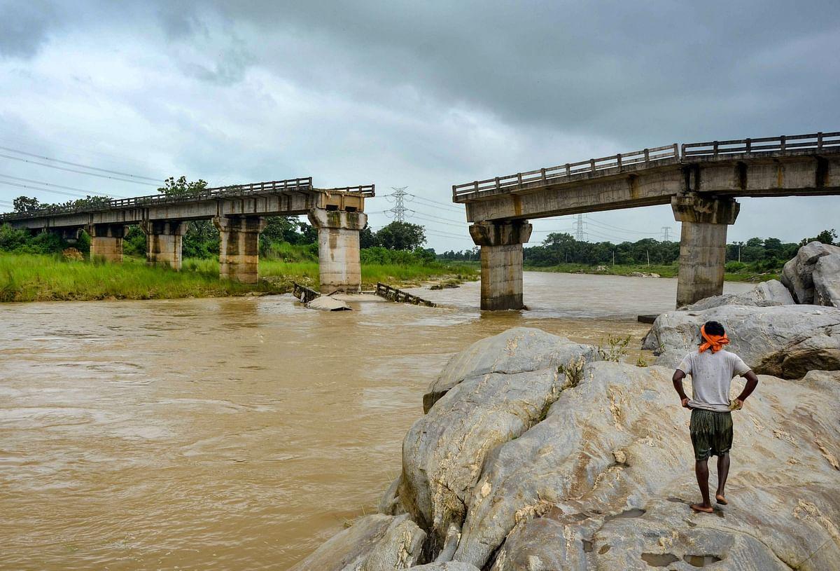 Weather LIVE : दिल्ली में होगी भारी बारिश, राजस्थान में नदियां उफान पर, जानें यूपी-बिहार और झारखंड का हाल