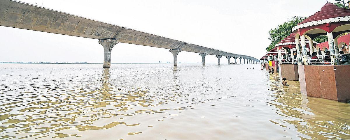 बिहार की नदियों में फिर बढ़ा पानी, हथिदह में खतरे के निशान पर गंगा
