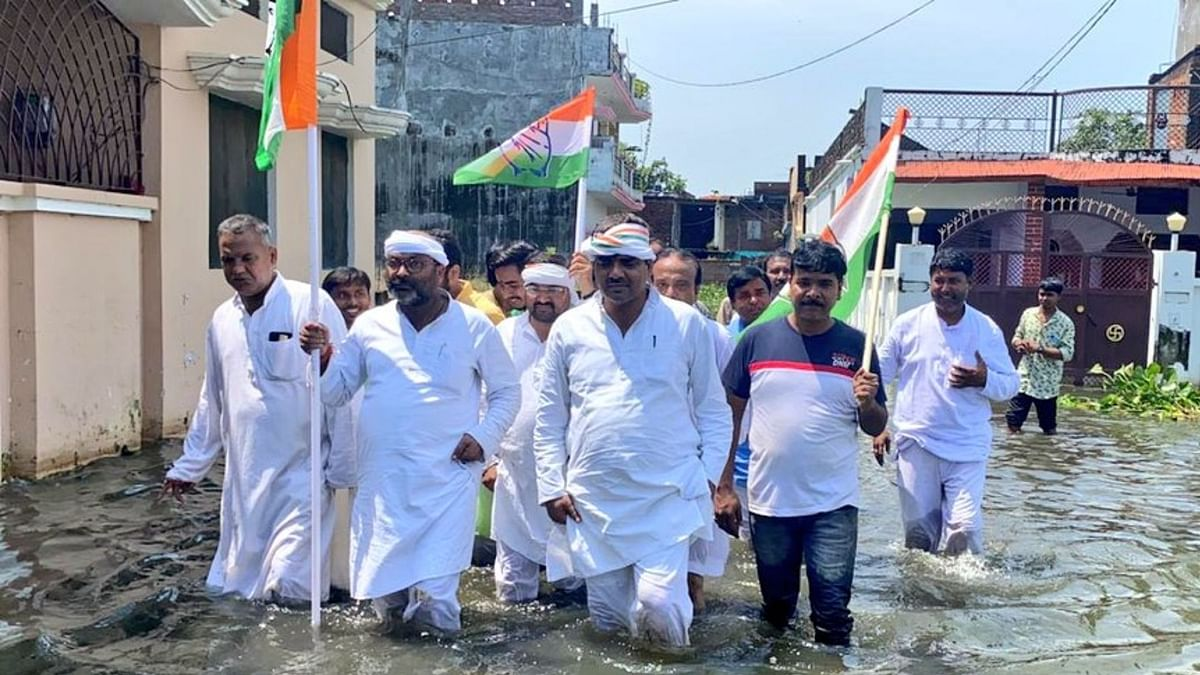 'ई है गोरखपुर नगरिया, सड़क में बा पनिया, कि पनिया में सड़किया' CM के गृह क्षेत्र की व्यवस्था पर लल्लू का तंज