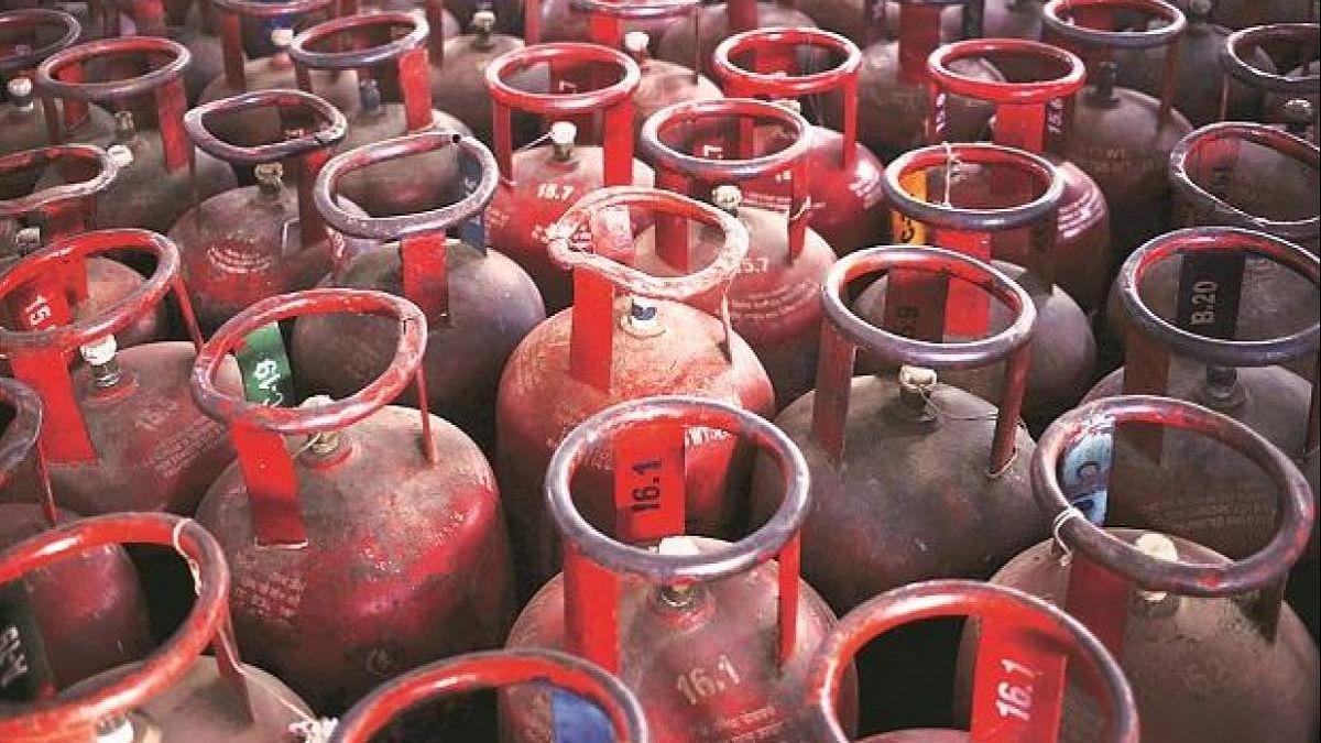 Ujjwala Yojana 2.0: इस बार इन्हें मिलेगा Free LPG Connection का लाभ, जानें डॉक्युमेंट्स से आवेदन तक का प्रोसेस