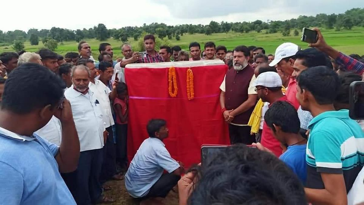CM हेमंत से देवघर के पालोजोरी ग्रामीण जलापूर्ति योजना का कराना था शिलान्यास, सारठ विधायक ने लगा दिया शिलापट्ट