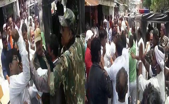 Bihar News: अरवल में उपेंद्र कुशवाहा के सामने आपस में भिड़े जदयू कार्यकर्ता, जमकर चले लात-घूंसे; VIDEO