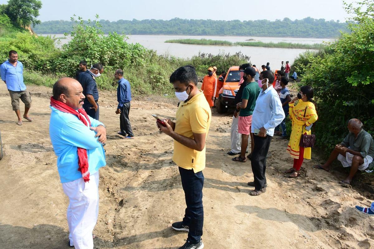 झारखंड में दामोदर में डूबे छात्रों में एक का शव बरामद, अन्य की तलाश में जुटी NDRF टीम