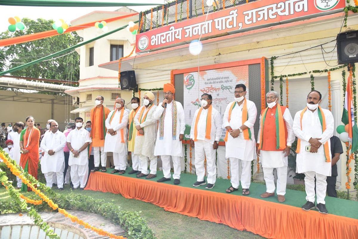 2023 में खत्म होगा सीएम अशोक गहलोत का कोरेंटिन, झंडा फहराने के बाद BJP अध्यक्ष सतीश पूनिया का अटैक