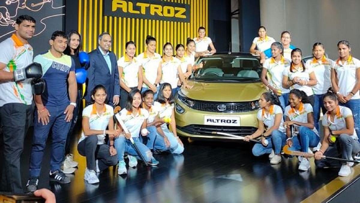 Tata Motors ने तोक्यो ओलिंपिक में ब्रोंज मेडल से चूके 24 एथलीट्स को दिये Tata Altroz