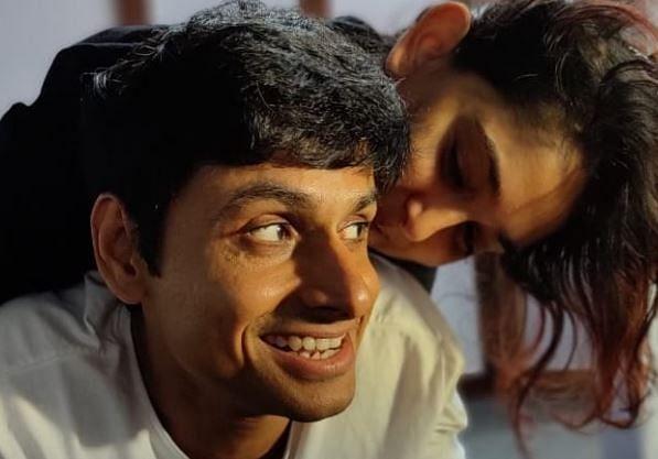 आमिर की बेटी Ira Khan ने बॉयफ्रेंड नुपुर शिखरे पर यूं बरसाया प्यार, रोमांटिक तसवीर वायरल