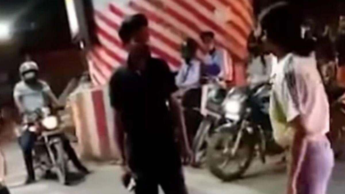 UP News : कैब ड्राइवर को थप्पड़ जड़कर बुरी फंसी लड़की, एक्शन में आई पुलिस, दर्ज की FIR