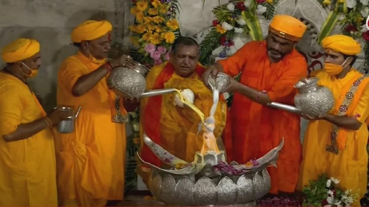 Shri Krishna Janmashtami : नंद घर आनंद भयो..जय कन्हैया लाल की, घर-घर गूंजी बधाई,  देखिए कृष्ण जन्म का वीडियो