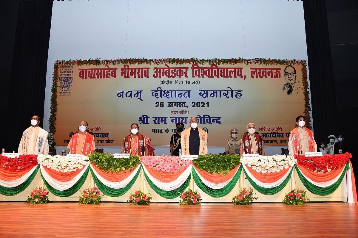 बीबीएयू के 9वें दीक्षांत समारोह में राष्ट्रपति रामनाथ कोविंद, सीएम योगी और राज्यपाल आनंदीबेन पटेल