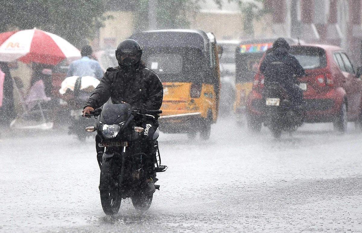 UP Weather Report : पूर्वी यूपी में जमकर बरसेंगे बादल, मौसम विभाग ने इन जिलों में अलर्ट किया जारी