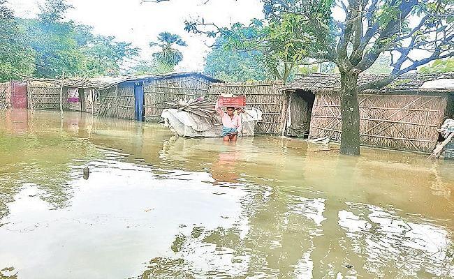 गंडक बराज के सभी फाटक खोले गये, उत्तर बिहार में गहराया बाढ़ का संकट, सैंकड़ों घरों में घुसा पानी