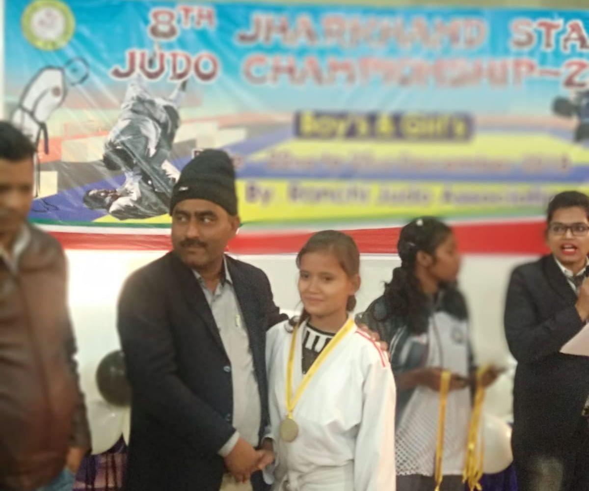 National Sports Day 2021 : झारखंड के कोडरमा में खेल सुविधाओं की कमी के बीच खिलाड़ियों के हौसले की उड़ान