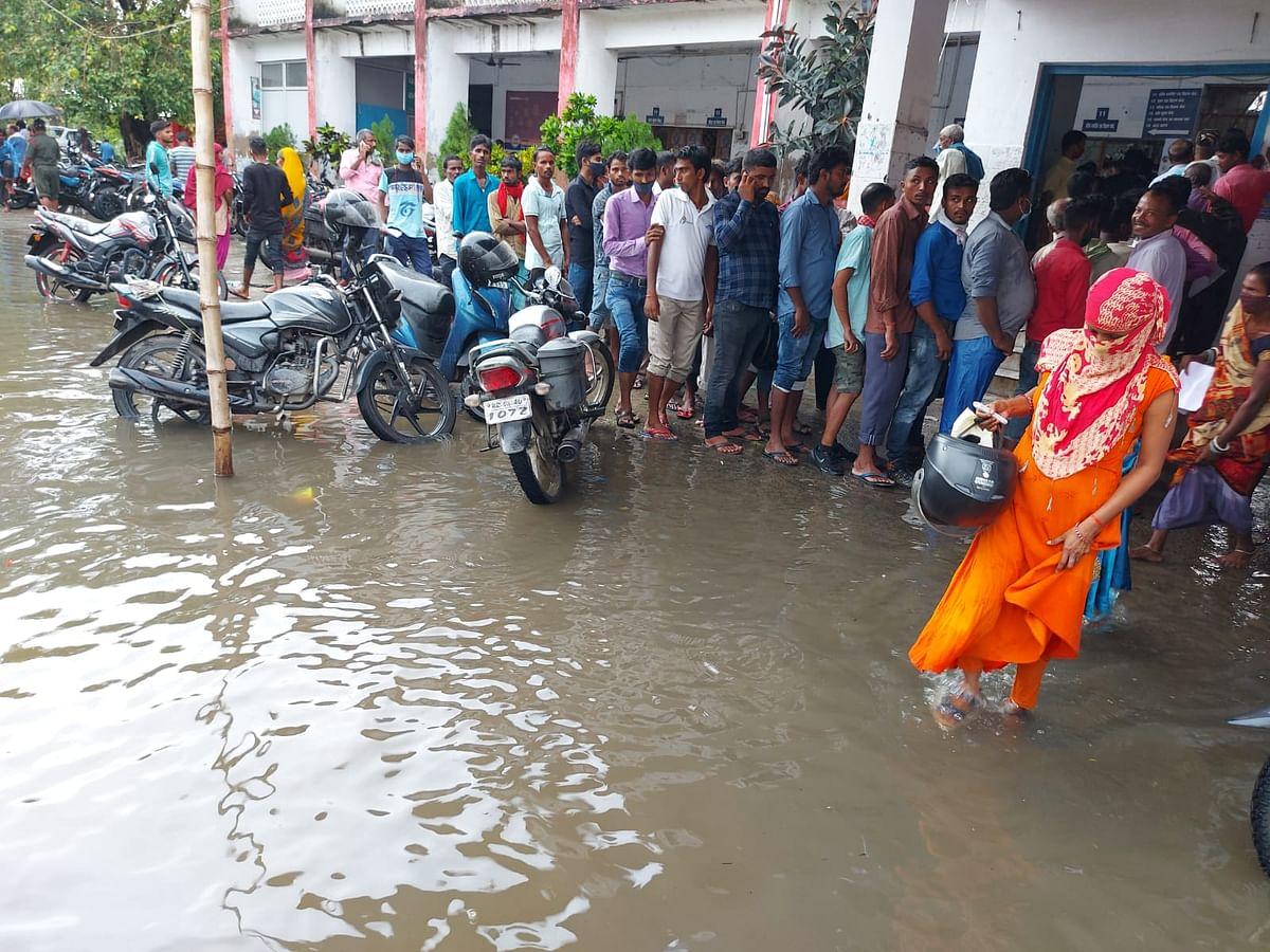 बिहार: मूसलाधार बारिश बनी मुसीबत, मुजफ्फरपुर में सदर अस्पताल के अंदर घुसा पानी, देखें Exclusive Photos
