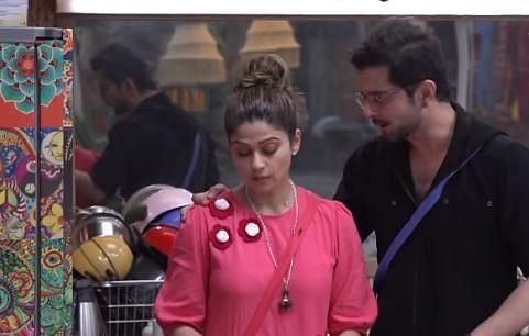 Bigg Boss OTT: राकेश बापट की इस 'हरकत' से नाराज हुईं शमिता शेट्टी, बोलीं मैं तुम्हारी गर्लफ्रेंड नहीं...VIDEO