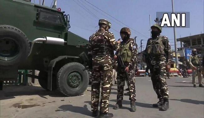 जम्मू-कश्मीर में आतंकियों ने सुरक्षाकर्मियों पर फेंका ग्रेनेड, हमले में 5 नागरिक घायल