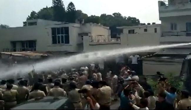 चंडीगढ़ में बीजेपी के खिलाफ AAP महिला विंग की कार्यकर्ताओं का प्रदर्शन, पुलिस ने किया वाटर कैनन का इस्तेमाल