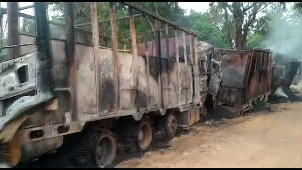 असम में नक्सलियों ने फूंक दिये ड्राइवर सहित सात ट्रक, 5 चालकों की जिंदा जलकर मौत, एक घायल