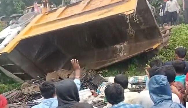 महाराष्ट्र में भीषण सड़क हादसा, ट्रक फिसलकर खेत में पलटा, 15 मजदूरों की मौत