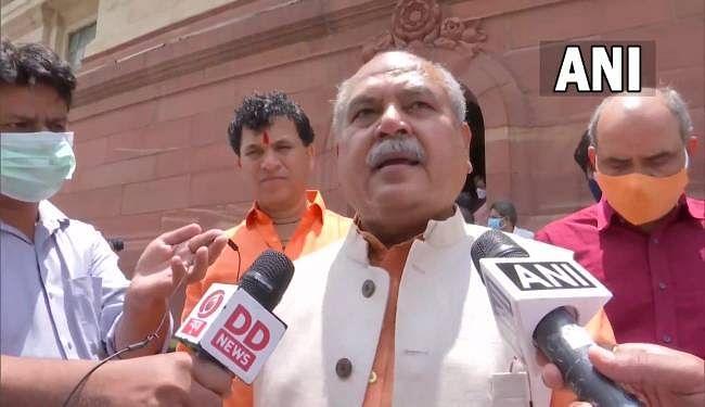 केंद्रीय कृषि मंत्री ने सदन नहीं चलने देने पर विपक्ष और राहुल गांधी को आड़े हाथ लिया, कांग्रेस सांसद बोले...