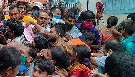 मालदा में 'दुआरे सरकार' कैंप में भगदड़, दो बच्चों समेत 9 घायल, फॉर्म के चक्कर में बेकाबू हुई भीड़