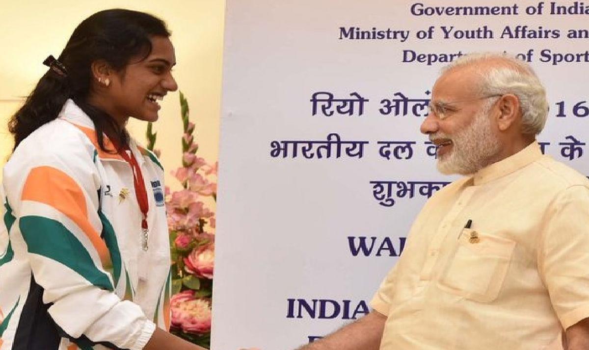 Tokyo Olympics : कांस्य पदक जीतने पर PV Sindhu को बधाइयों का तांता, पीएम मोदी ने फोन पर की बात