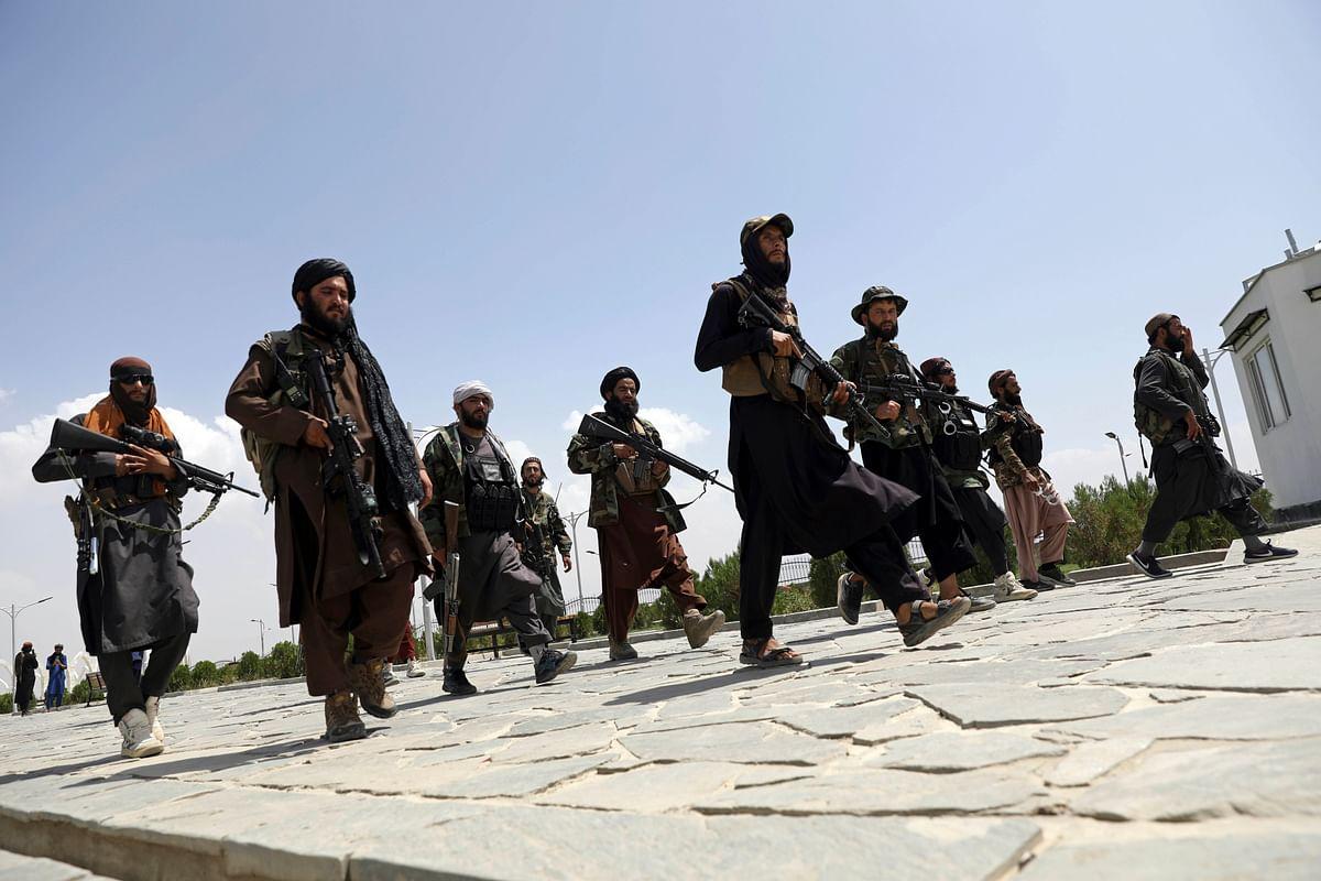 अफगानिस्तान में सरकारी महिलाकर्मियों के लिए तालिबान का नया फरमान, घर में ही रहें