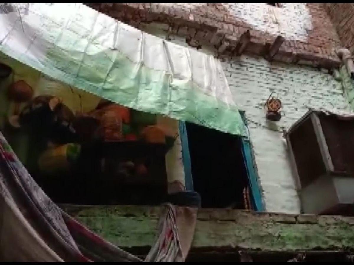 कानपुर में बड़ा हादसा : मकान की छत ढहने से मां सहित दो बच्चों की मौत, पिता की हालत गंभीर