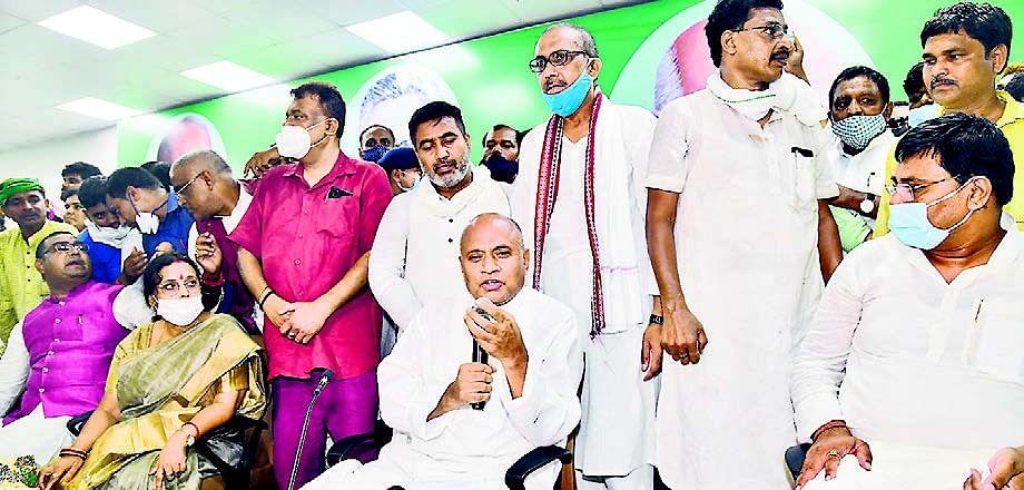 नहीं छोड़ी है पार्टी की जिम्मेदारी, बोले आरसीपी- अध्यक्ष से मंत्री तक सब पद नीतीश कुमार की देन