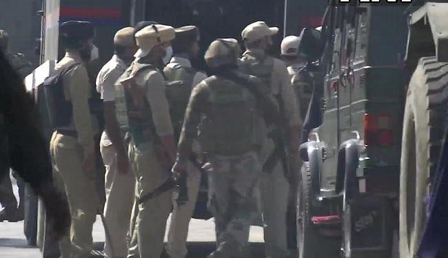 जम्मू-कश्मीर : अवंतीपोरा में मुठभेड़ में हिजबुल मुजाहिदीन के दो आतंकी ढेर, ऑपरेशन जारी