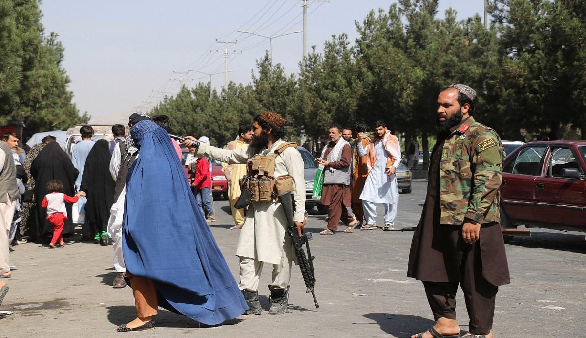 दो फिदायीन हमले के बाद काबुल एयरपोर्ट पर मंडरा रहा कार बम ब्लास्ट का खतरा, अमेरिकी दूतावास ने जारी किया अलर्ट