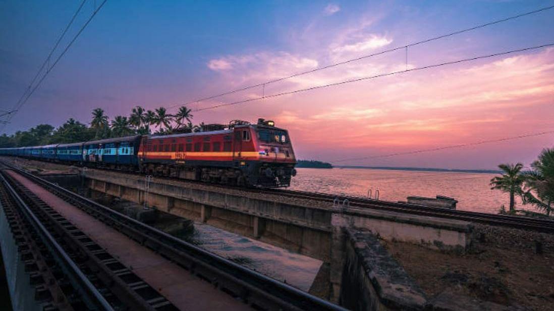 Indian Railways: पूर्वी और उत्तर रेलवे का सुविधाओं में विस्तार, इन रूट्स पर बढ़ी ट्रेन सेवाएं, देखें पूरी सूची