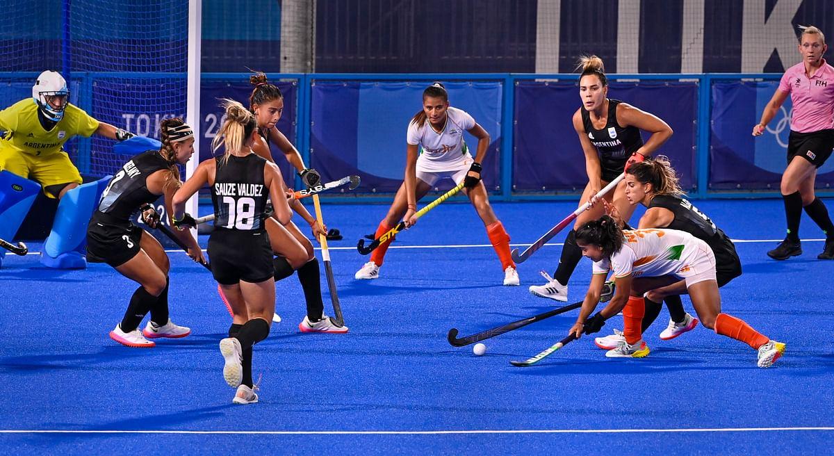 Olympics : रवि दहिया और नीरज चोपड़ा इतिहास रचने के करीब, महिला हॉकी टीम गोल्ड से चूकी