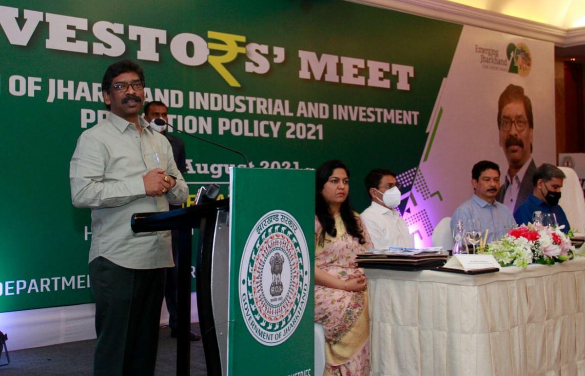 दिल्ली में इंवेस्टर्स मीट को संबोधित करते सीएम हेमंत सोरेन