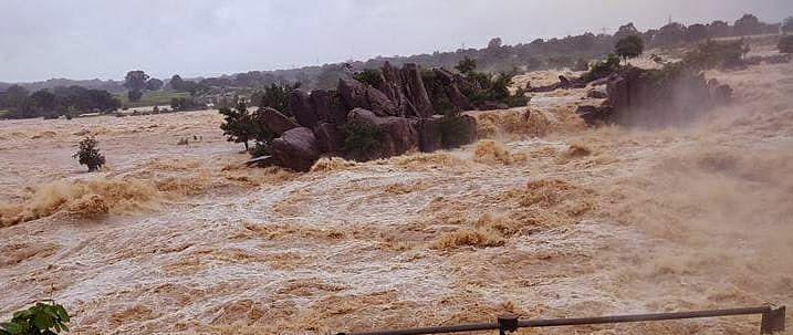 भारी बारिश से गुमला में नदियां उफान पर, पर्यटन स्थल व नदियों के समीप जाने पर रोक, सतर्क रहने की अपील