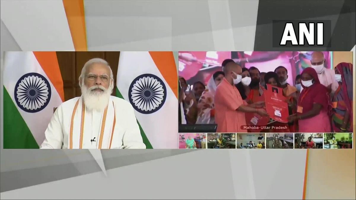 Ujjwala Yojana 2.0: उज्ज्वला योजना के दूसरे चरण का शुभारंभ, PM मोदी बोले- जल्द ही पानी की तरह रसोई तक आएगा गैस