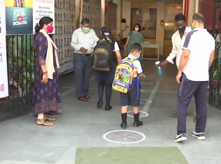 Primary School Reopen in UP : यूपी में सात महीने बाद खुले प्राइमरी स्कूल, CM योगी ने किया ये आग्रह