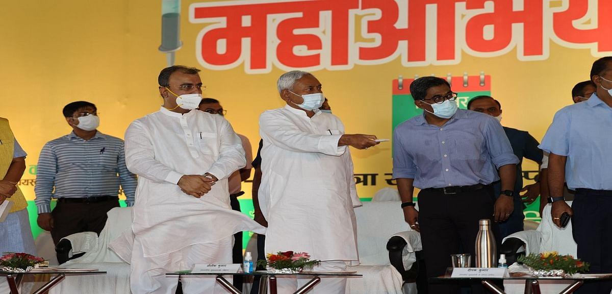 बिहार: मुख्यमंत्री नीतीश कुमार ने टीकाकरण महाअभियान 2.0 का किया शुभारंभ, पीएम मोदी को जन्मदिवस की दी बधाई