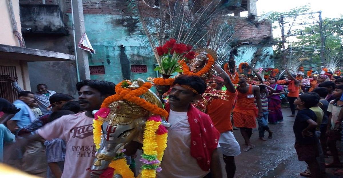 54 फिट लंबा कांवर लेकर कांवरियों का जत्था पहुंचा बाबा बिटेश्वर धाम, पटना की सड़कों पर भक्तिमय दिखा नजारा