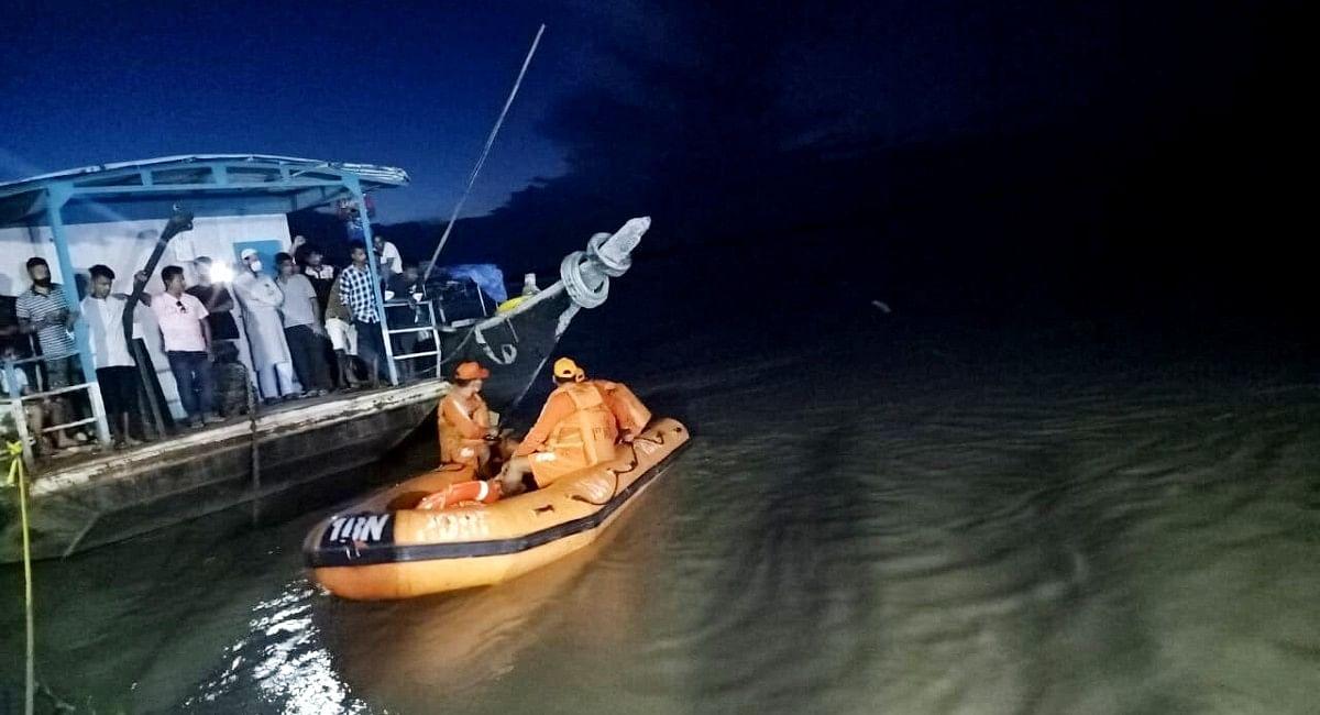 ब्रह्मपुत्र में 120 यात्रियों से भरी दो नावों की सीधी टक्कर, एक की मौत, 50 लापता