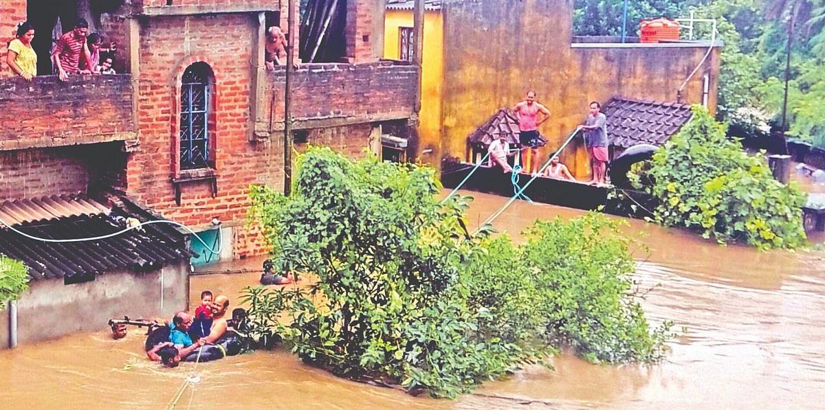 Heavy Rain in Asansol: इस तरह लोगों को सुरक्षित निकाला गया