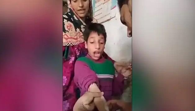 'बचपन का प्यार' के बाद इंजेक्शन लेने वाला बच्चा वायरल, VIDEO देखकर आपकी भी छूट जाएगी हंसी