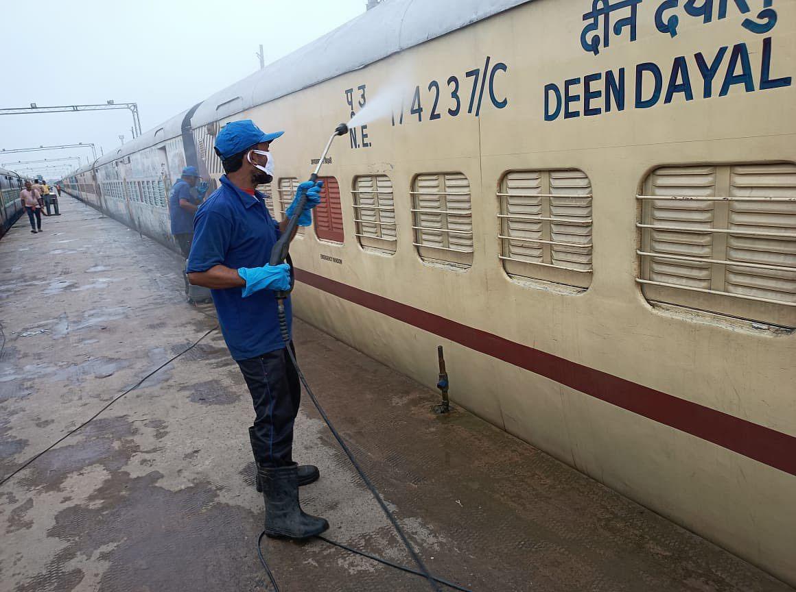 Bihar News: दिल्ली और मुंबई से बिहार आने वाली ट्रेनों में टिकट नहीं, दिवाली-छठ में घर आने वाले की बढ़ी टेंशन