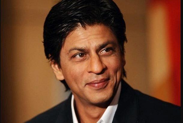 VIDEO : शाहरुख खान ने हुडी से छिपाया अपना चेहरा, यूजर्स बोले- इतना घमंड क्यों...