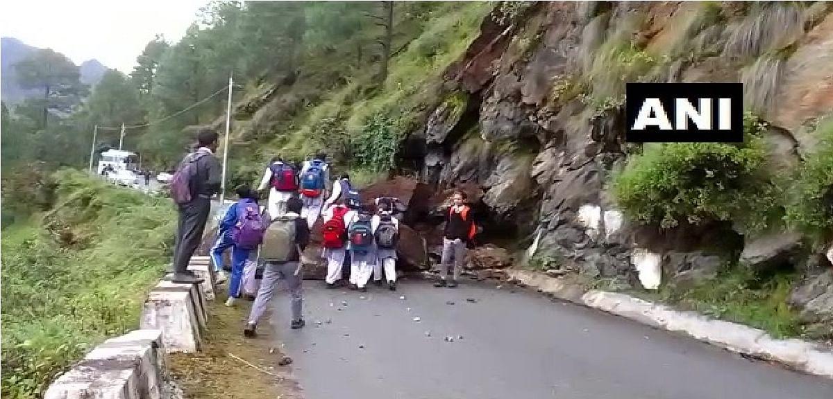 उत्तराखंड में बद्रीनाथ नेशनल हाइवे पर भूस्खलन, रास्ता बंद