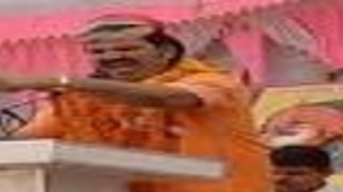 UP News: BJP नेता ने कहा- सरकार उसी की चलती है, जिसके जूते में दम होता है, सपा बोली- जैसा CM, वैसा कार्यकर्ता