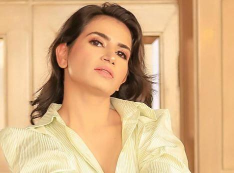 Priya Ahuja photo in shirt only